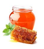 Färsk honung med vaxkakor och mynta — Stockfoto