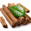 Dried bark of cinnamon with leaf - Foto de Stock