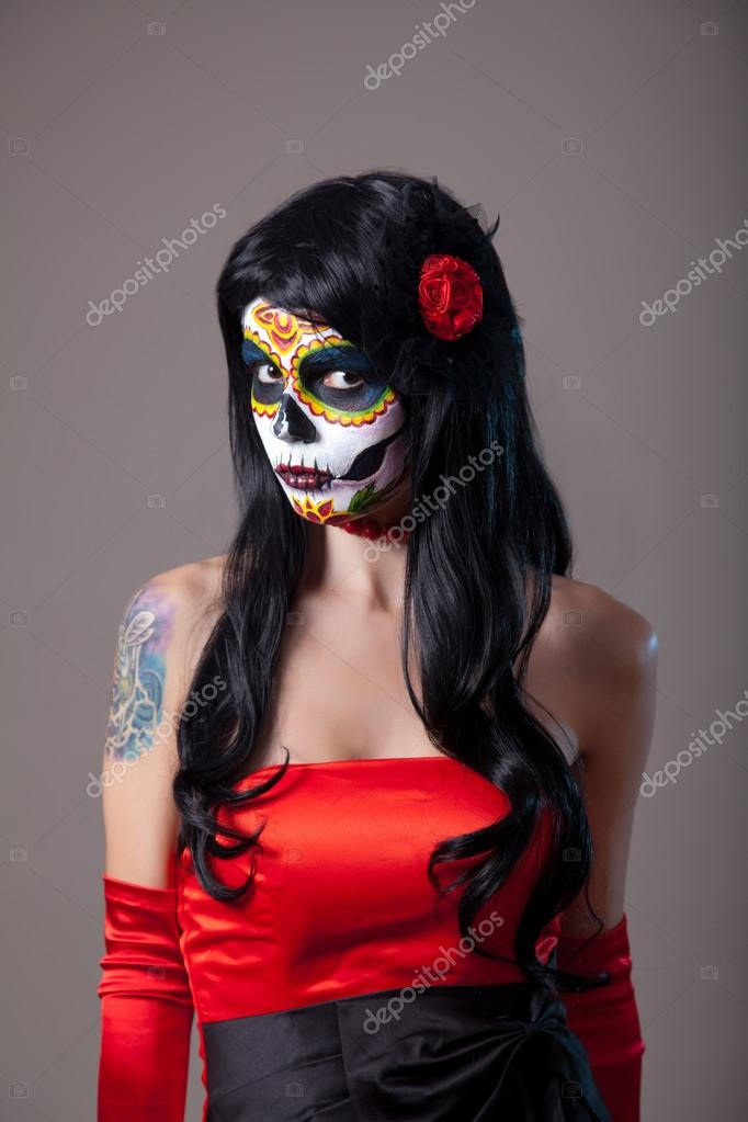 Фото девушек с черепом