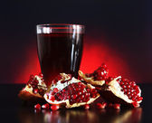 Pomegranate juice and Red pomegranate fruit — Stock Photo
