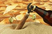 Rolig flaska cork på en sandstrand — Stockfoto