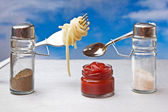 Funny cutlery salt shaker and pepper cooked italian spaghetti — Stock Photo