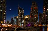 在晚上的迪拜码头。阿拉伯联合酋长国 — 图库照片
