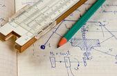 Lápis e uma régua de cálculo na página antiga com os cálculos em — Fotografia Stock