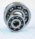 Two bearings — Stockfoto