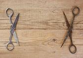 木制的背景上的老裁缝剪刀。 — 图库照片