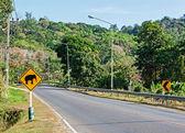 Éléphants traversant le panneau de signalisation — Photo