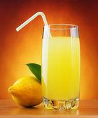 Lemonade and lemon — Stock Photo