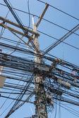 电动高压电线杆 — 图库照片
