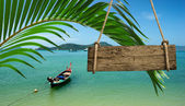 Lonely boat on the beach of tropical island — Stock Photo