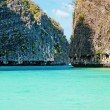 Famous Maya bay of Phi-phi Leh island, Thailand — Stock Photo