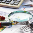 Magnifying glass and the working paper — Stockfoto