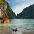 Traditional longtail boats in the famous Maya bay of Phi-phi Leh — Stock Photo #22897964