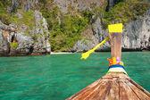 Barche longtail tradizionale nell'isola di phi phi leh — Foto Stock