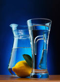 Glass of soda wate and lemon — Stock Photo