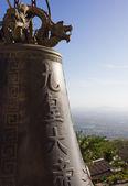 Tradice asijských bell v big buddha chrámového komplexu, Thajsko — Stock fotografie