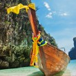 Traditional longtail boats in the famous Maya bay of Phi-phi Leh — Stock Photo