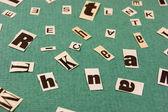 Palavra de colagem, corte de jornal sobre fundo verde — Foto Stock