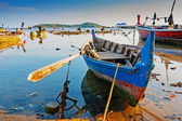 National fishing boats on the shore of the Indian Ocean, Phuket — Stock Photo