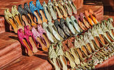 Traditional Arabic shoes in east souk — Stock Photo