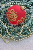 Christmas ball på jul bakgrund — Stockfoto