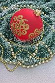 Kerstmis bal op kerstmis achtergrond — Stockfoto