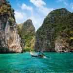 Maya Bay island of phi phi leh in Thailand — Stock Photo