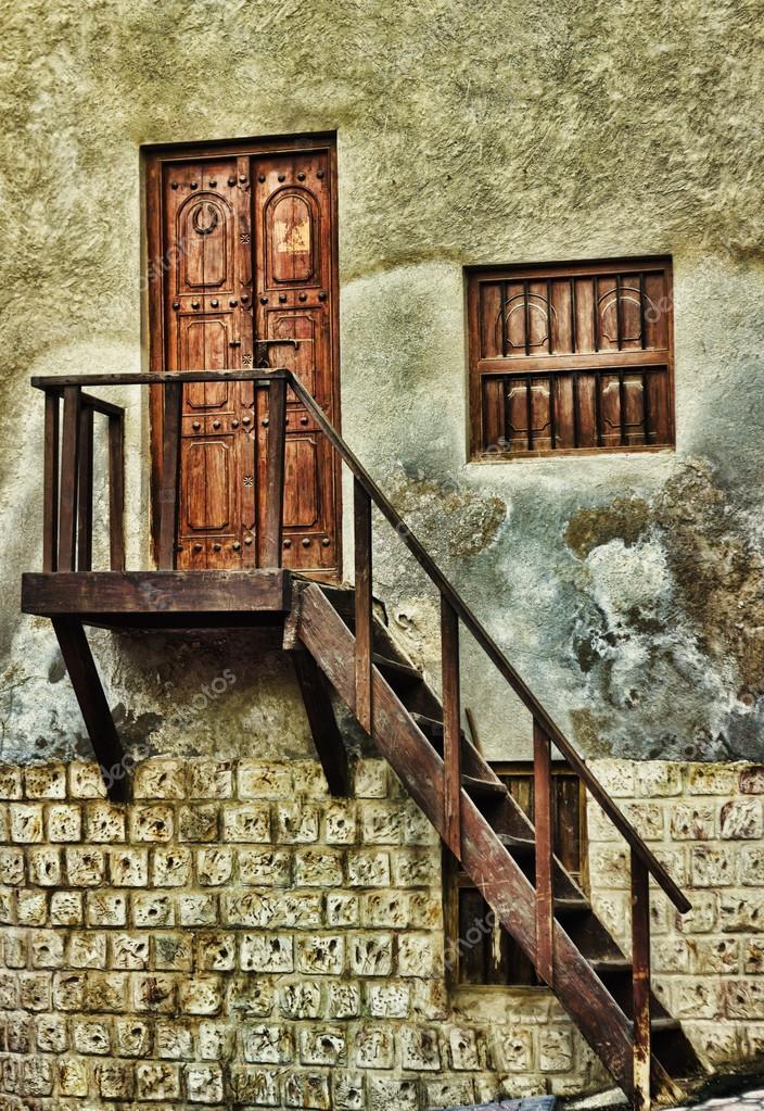 在老房子,入口处木质门