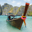 Traditional longtail boats in the famous Maya bay of Phi-phi Leh island — Stock Photo #37707799