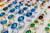 Rings with precious stones in the gold market of Dubai — Foto Stock