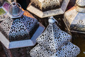 Traditional Arabic metal lights and kettles on the market — Stock Photo