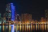 Natt syn på sharjah — Stockfoto