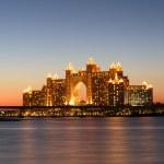 Night view Atlantis Hotel in Dubai, UAE — Stock Photo