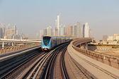 Rails du métro métro dans les émirats arabes unis — Photo