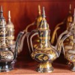 Eastern metal pitchers stand on a shelf in an Arab shop — Stock Photo