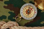 指南针和绳子 — 图库照片