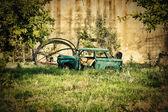 Vintage broken car — Stock Photo