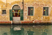 Facade of an old house  in Venice, Italy — Stock Photo