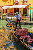 Gondolier rides gondola. — Stock Photo