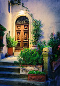 Entrance to old Italian house — Stock Photo