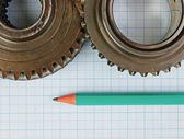 Bieg i ołówek na papierze milimetrowym — Zdjęcie stockowe