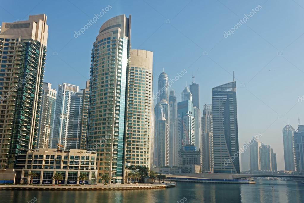 edificios en dubai marina u fotos de stock