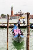 Gondolier rides gondola. — Stock Photo