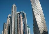 Edifici moderni nel porticciolo turistico di dubai — Foto Stock