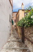 Narrow street in the old town in Italy — Stock Photo