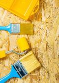 Paint-hulpmiddelen op triplex — Stockfoto