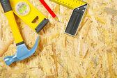 Stavební nástroje na překližce — Stock fotografie