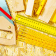 Set of construction tools on plywood - Foto Stock