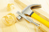 Claw hammer and chisel on wooden board — Stock Photo