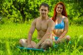 Paar auf natur — Stockfoto